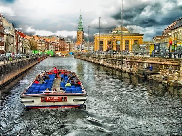člun pro turisty