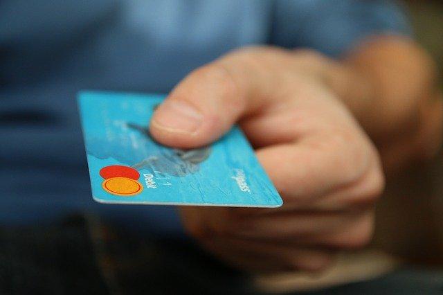 zákazník platící kartou.jpg