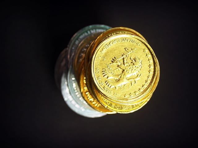 lesklé mince, zlato, věž
